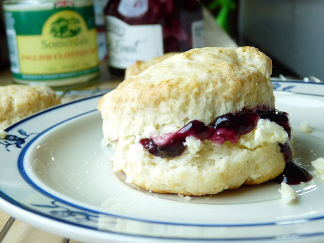 Scones-with-Clotted-Cream-and-Jam650
